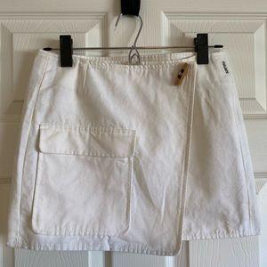 Burberry England white mini wrap skirt